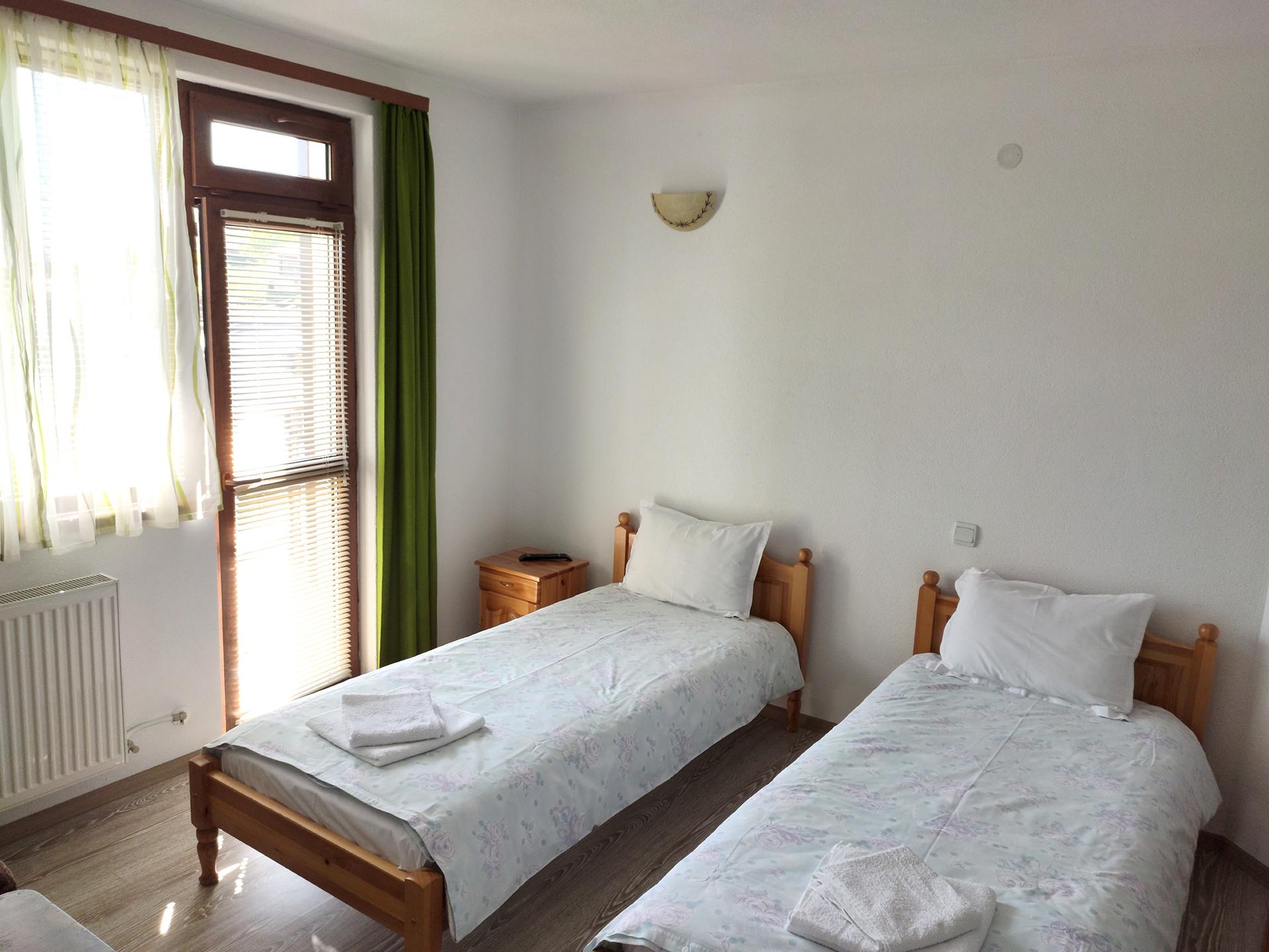 Стая 3 с две отделни легла