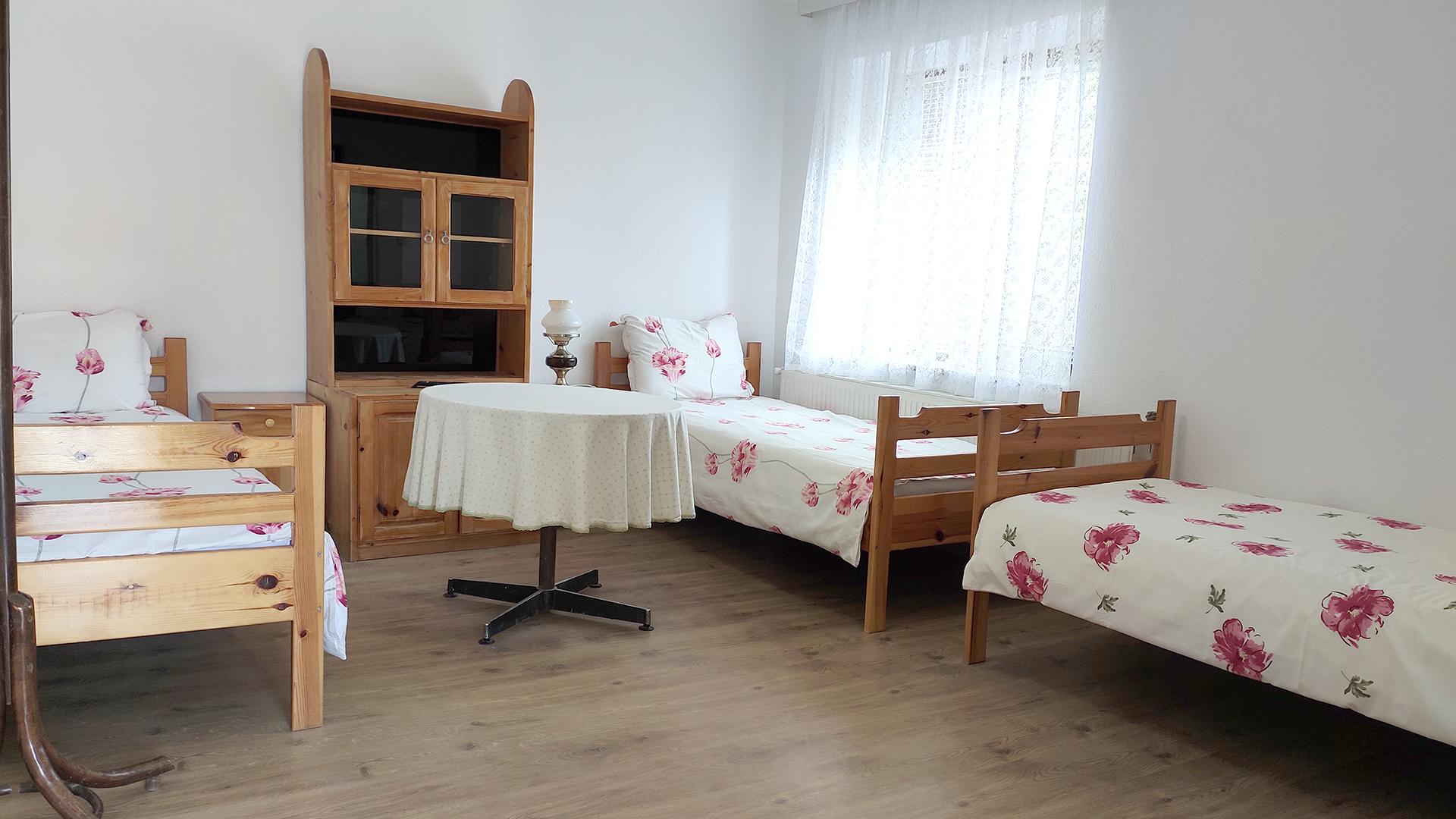 Стая 4 с три отделни легла