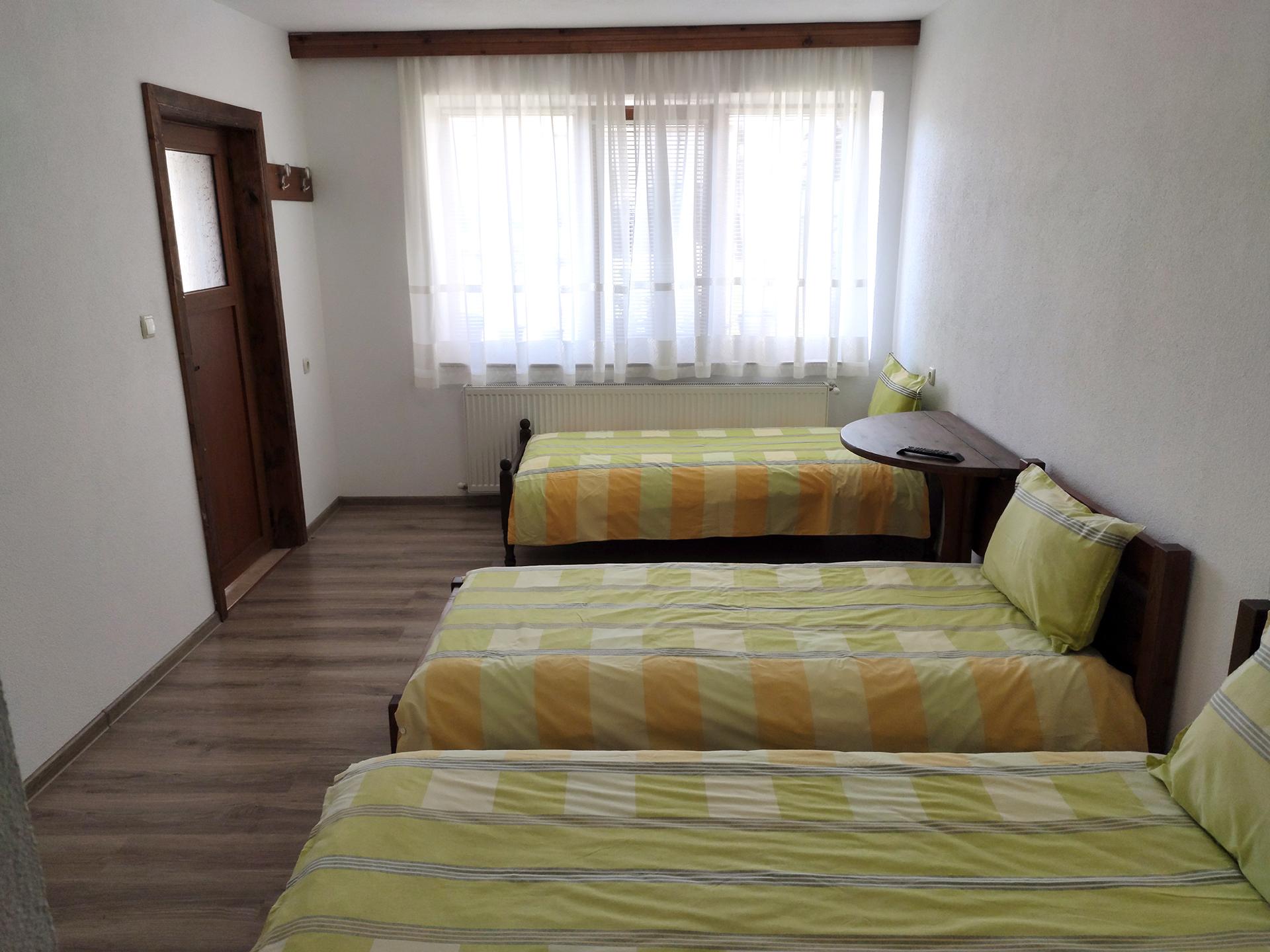 Стая 5 с три отделни легла